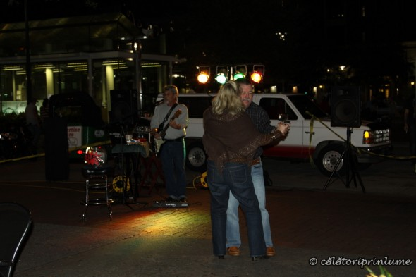 Live music and dancing on Street Market, Savannah, Georgia