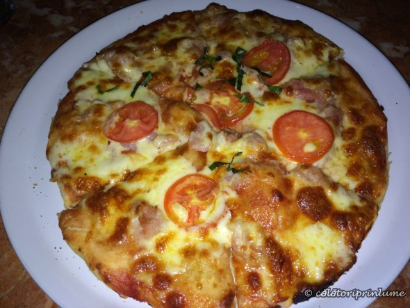 Pizza at Artcafe Restaurant, El Nido, Palawan